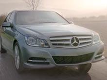 Mercedes возмутился учебным видеороликом, в котором автомобиль сбивает маленького Адольфа Гитлера (ВИДЕО)
