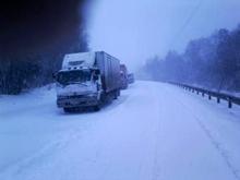 На Урале десятки ДТП из-за снегопада, власти ввели ограничение на перевозку детей