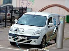 В зоне платной парковки в Москве заработала первая зарядная станция для электромобилей
