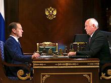 """Медведев поддержал """"Ростех"""" в разработке беспилотных автомобилей"""