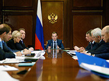 Премьер РФ пообещал усилить поддержку автопрома