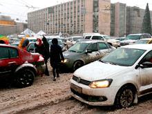 Московских автомобилистов просят  в пятницу  пересесть  на  городской транспорт