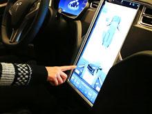 """Американец отдал  бабушку """"на растерзание"""" автопилоту Tesla (ВИДЕО)"""